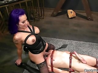 Shemale dom rides face to captive mail