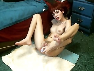 petite redhead camgirl squirts